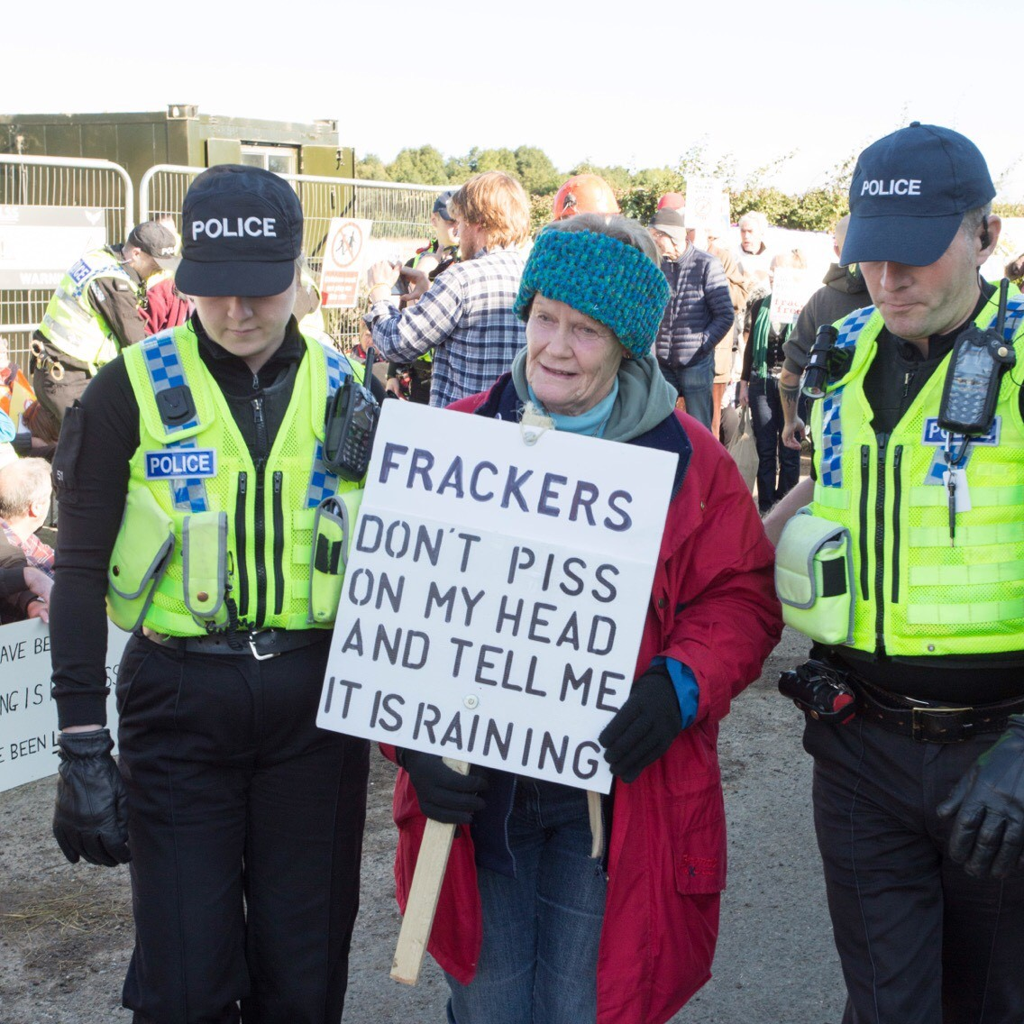 170919 arrests and blockade KMPC2