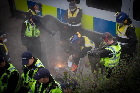 Lock-on protest at Kirby Misperton, 23 October 2017. Photo: Eddie Thornton