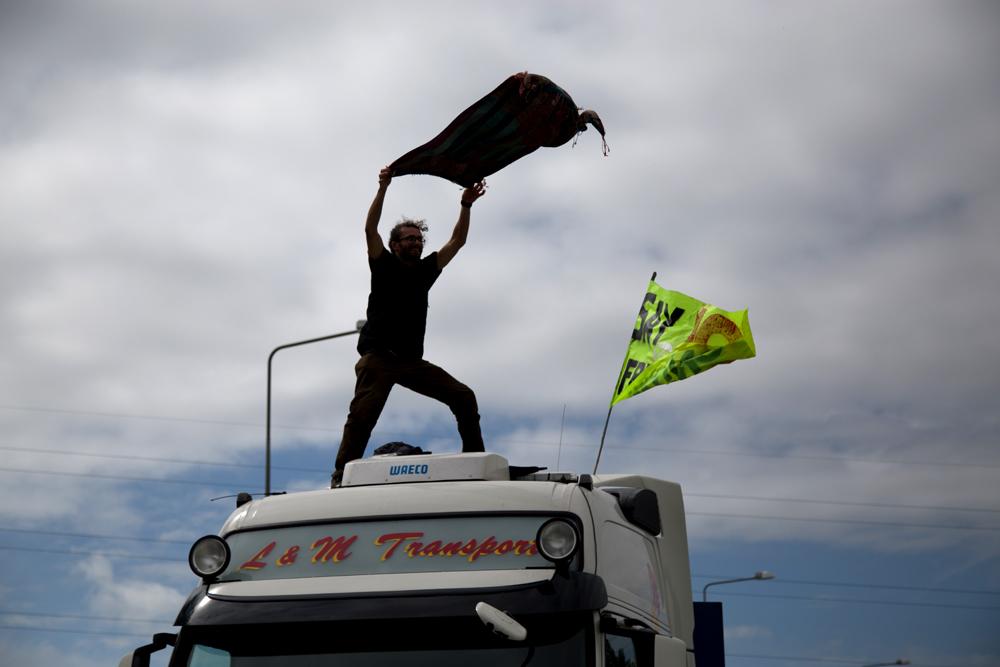 170726 lorry surfer.jpg