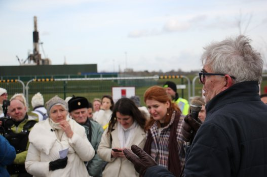 Emma Thompson and John Sauven, director of Greenpeace UK, at Preston New Road 21 March 2018. Photo: Refracktion
