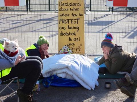 Lock-on protest outside the IGas Springs Road site at Misson, 22 March 2018. Photo: Julie Field