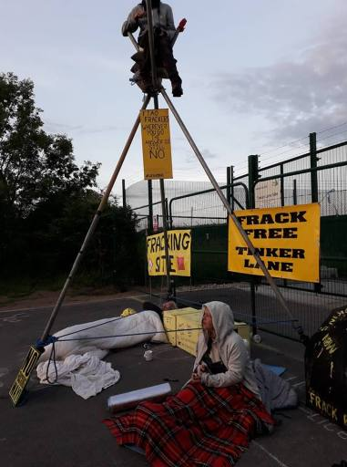 Tripod and lock-on protests outside the IGas shale gas site at Tinker Lane, north Nottinghamshire, 11 June 2018. Photo: Simone Lister