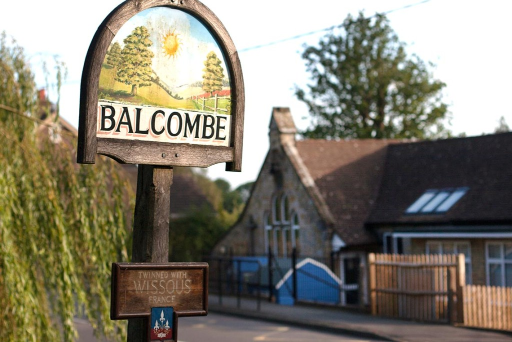 balcombe-primary-with-sign-1024x683