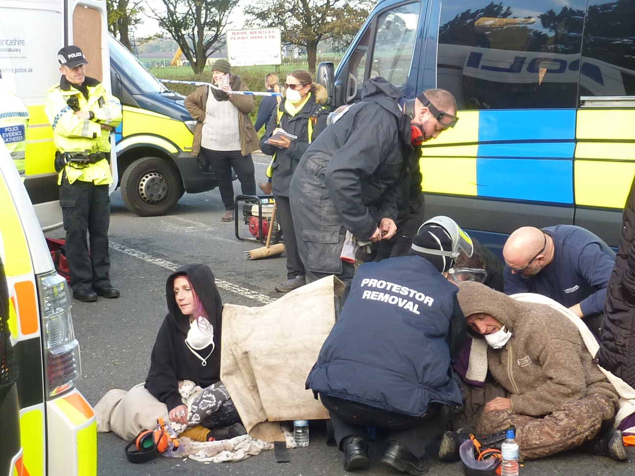 Police protester removal team working to release two campaigners who locked together outside the farm run the owner of Cuadrilla's shale gas site, 15 October 2018. Photo: DrillOrDrop