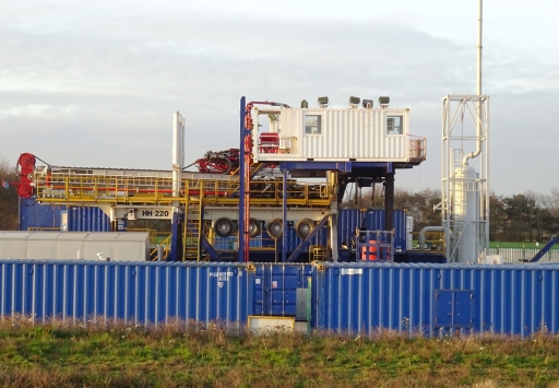 Breaking down the drilling rig at the IGas shale gas site at Tinker Lane, Nottinghamshire, 2 January 2019. Photo: TinkerLane.co.uk