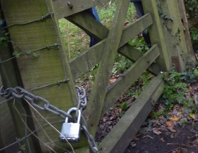 Public footpath adjacent to Horse Hill well site locked by landowner. 26 October 2019. Photo: DrillOrDrop