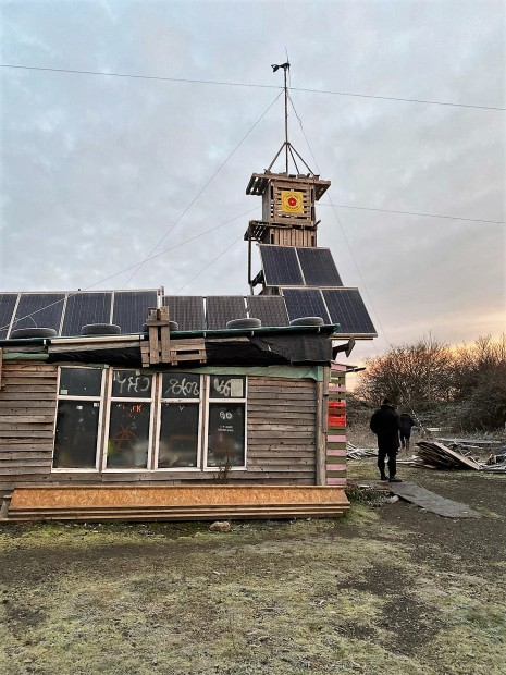Dawn eviction of New Hope anti-fracking camp near Cuadrilla's Preston New Road shale gas site, 19 November 2019. Photo: Able Enforcements